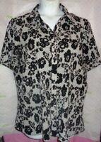 $60 CJ Banks black white pleat short sleeve floral button blouse 3X plus top