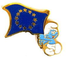 """COMIC Pin / Pins - SCHLUMPF / SMURF """"MIT EUROPAFLAGGE"""" / © PEYO [2147B]"""