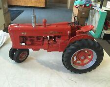 1998 Ertl Signature Series 1/8 Scale Farmall Model 400 Tractor Diecast