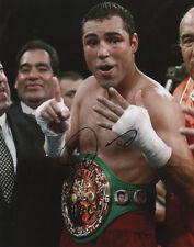 Oscar De La Hoya Boxing Welterweight Champion SIGNED 8x10 Photo COA!