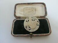 VINTAGE CARVED MOTHER OF PEARL DOVE OF PEACE BIRD BROOCH LAPEL PIN