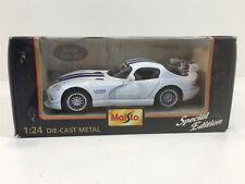 Dodge Viper GT2 White Blue Maisto 1:24 NIB Die Cast Metal