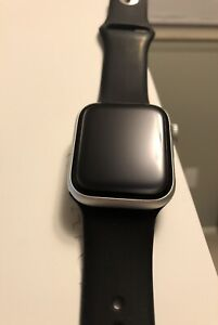 APPLE WATCH Series 4 Silver Aluminum Case 40mm w TONS OF ACCESSORIES EUC 16gb