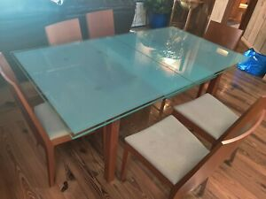 calligaris expandable dinning table with stained glass