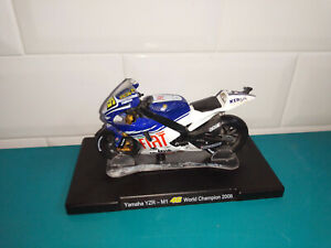 Moto miniature yamaha YZR-M1 46 world champion 2008 1/18 Valentino Rossi