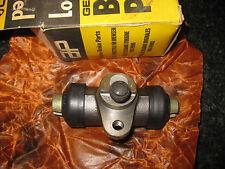 FRONT WHEEL BRAKE CYLINDER - VOLKSWAGEN BEETLE 1302 & 1303 (1970-75) - CLASSIC