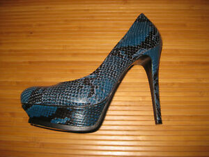 Pour La Victoire Portia Dark Teal Shadow Snakeskin Platform Pump Size 8 Blue