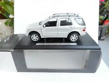 1:18 Maisto Mercedes  ML KLASSE  SILVER GREY  DEALER BOX