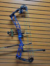 STUNNING Elite Rezult 38 - RH - 60# Limbs - Full Target Kit - Blue and Green