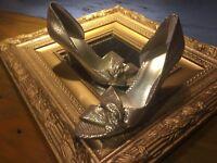 NINE WEST JOJUS D'ORSAY GOLD METALLIC SNAKE LEATHER 8.5 M HEELS PEEP WEDDING EUC
