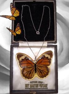 VINTAGE BUTTERFLY WING RESIN PENDANT NECKLACE UNUSUAL LARGE 18K GOLD PL CHAIN