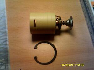 Original John Deere Thermostat RE526915