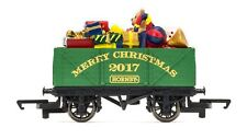 HORNBY 00 GAUGE - R6825 - 7 PLANK CHRISTMAS 2017 WAGON W/PRESENT LOAD NEW BOXED