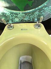 Toilette mit Waschbecken, Olivengrün