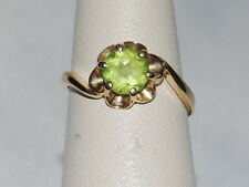 14K Gold Ring with Peridot(August birthstone) in a flower design