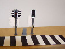 P & D Marsh OO Gauge Z47 Pedestrian crossing lights (2) + zebra crssing  PAINTED