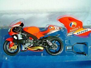 MINICHAMPS 122026320 - YAMAHA YZR 500 MOTOGP 2002 - PERE RIBA