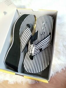 Skechers Cali Womens Sz 7 Wedge Sandal Flip Flops Black & White Summer Sketchers