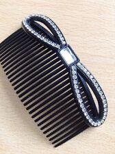 A Beautiful Peigne à cheveux avec strass clouté nœud caractéristique