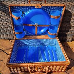 Vintage Camping Picnic 4 Plate Set Wicker Basket Hamper Blue