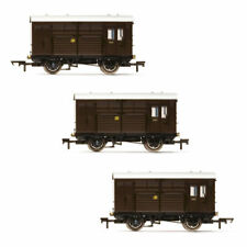 HORNBY Wagon R6883 Horse Boxes, three pack, GWR - Era 3