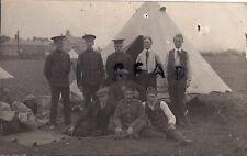 WW1 soldier Grupo De Kitchener Ejército reclutas en tiendas campamento azul