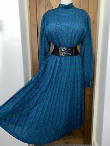 Striking Vintage Highneck Secretary Pleated Dress Size 16,18 Bust 46ins