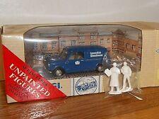 Corgi Classic Vehicles Morris Mini Van 1:43 Cavendish Woodhouse with figures