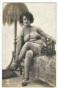 RISQUE PHOTOGRAPH OF A PRETTY WOMAN (1920's PC PARIS)