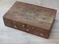Antica scatola in legno disegno comparsa di ottone arte popolare gioiello