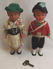 Paire de vintage West German plastique Clockwork Dancing Dolls in traditional dress