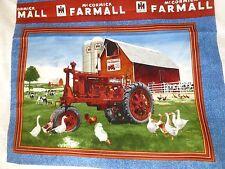 Panel de tela de algodón artesanía acolchado Tractor McCormick Farmall Gansos - - - Rojo