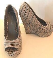 ❤️Woman's Shoe Wedge Heel ~ Beige Weave Pattern ~ Open Toe ~ Worn Once ~ Chic❤️