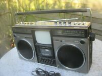 PHILIPS Compact ART 60 /00 OLDSCHOOL TV Radio Recorder GHETTOBLASTER - Bj. 1982