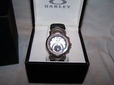 NEW HTF OAKLEY JURY II LEATHER BAND WITH GREY STITCHING & SILVER DIAL WATCH
