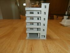 UNKNOWN MAKE N-SCALE 5-STORY CONO / APT. BUILDING