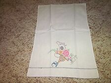 (1) Vintage Embroidered Hand Towel Linens & Textiles Towels