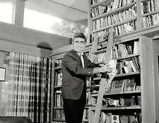 THE TWILIGHT ZONE - TV SHOW PHOTO #A-112 - ROD SERLING