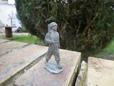 QUIRALU: soldat n° 2 39/45 défilant au pas, en bon état d'usage.