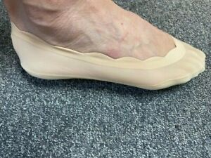 Ladies/Girls Nude Scallop Edge Footsie with Cotton Sole & Silicon stay put heel