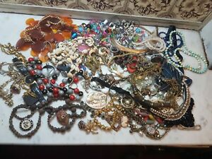 Job Lot Vintage Gold Tone Costume Jewellery Rings Bangles Pendants beads !