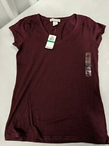 New with tags- Planet Gold Size Large Juniors Basic SS V-Neck Tee Wine/Burgundy