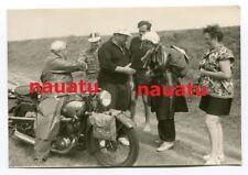 Foto Motorrad auf Reise mit kompletter Camping Ausrüstung DKW BMW NSU usw.