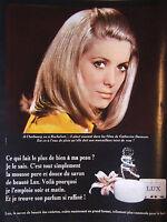 PUBLICITÉ DE PRESSE 1967 SAVON LUX AVEC CATHERINE DENEUVE - ADVERTISING