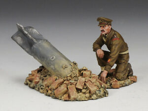 KING & COUNTRY FIELDS OF BATTLE FOB072 BRITISH BOMB DISPOSAL MIB