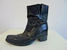 Miu Miu Damen Stiefeletten Western Boots Lackleder in Reptiloptik Schwarz 40,5