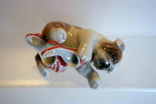 KLIMA Miniature en porcelaine - CHIEN BEBE AVEC CHAUSSURE N° 3 BULLGOG ANGLAIS
