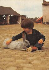 B98616 rabbit lapin with child  netherlands animals animaux