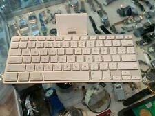 APPLE (A1359) IPAD KEYBOARD DOCK FOR 1ST , 2ND & 3RD IPADS - AU STOCK !