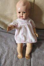 poupée CATHERINE 38cm 1957, robe RAYNAL , tête RHODIALITE, pouet marche, défauts